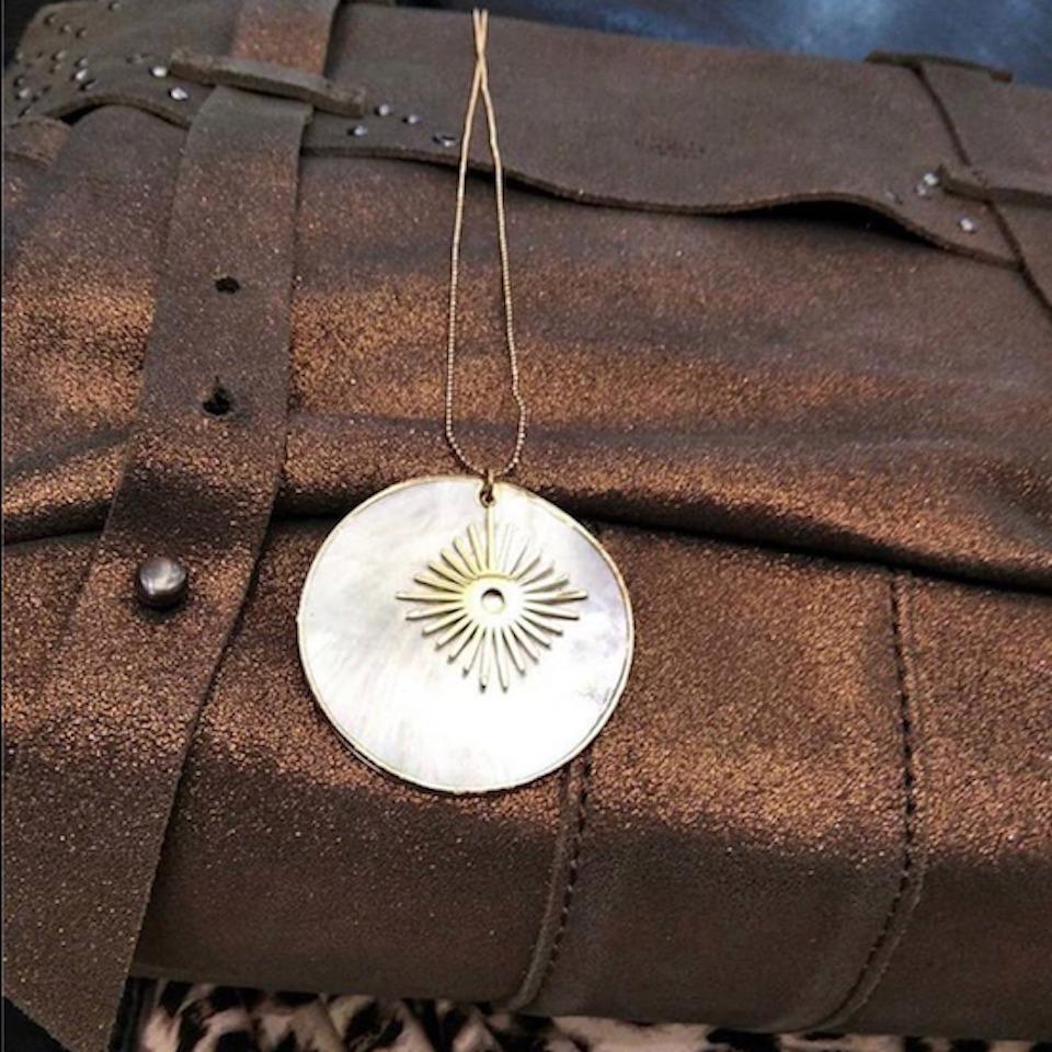 lesbernadettes-bijoux-cocoloizo-sautoir-nacre-home